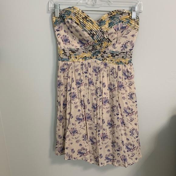 Kimchi Blue Dresses & Skirts - Floral patterned strapless mini dress